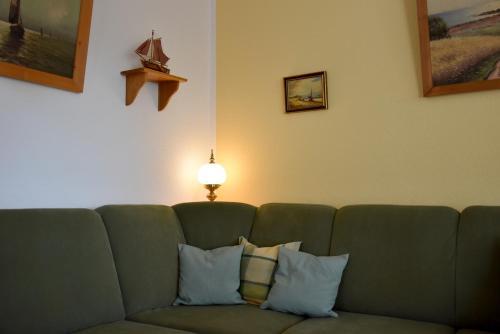 Ein Sitzbereich in der Unterkunft Ferienwohnungen am Bernsteinweg