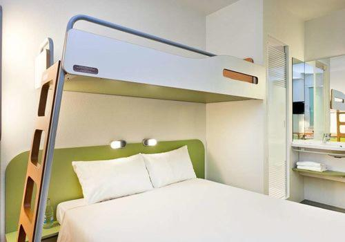 A bunk bed or bunk beds in a room at Hotel Ibis Budget Deauville