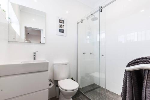 A bathroom at Quiet Spacious Apt with AIR CONDITIONING & Netflix