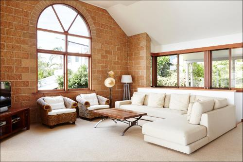 A seating area at Bay Beach House