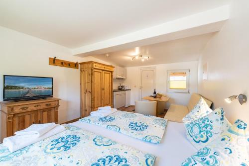 A bed or beds in a room at Pension Middel