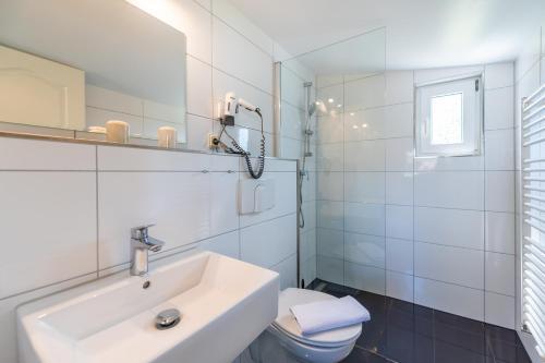 A bathroom at Pension Middel
