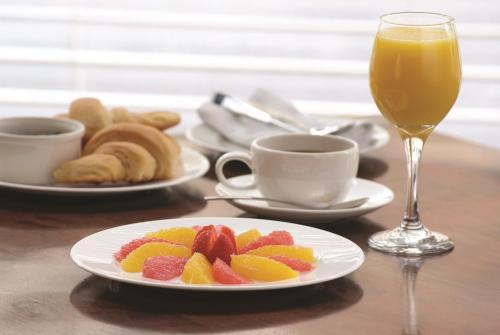 Breakfast options available to guests at The Lake Isle Restaurant with rooms