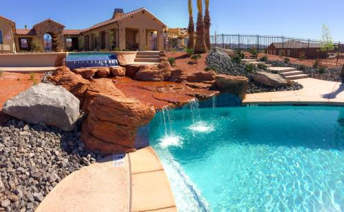 The swimming pool at or near Red Rock Villa