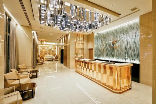 The lobby or reception area at Candeo Hotels Tokyo Roppongi