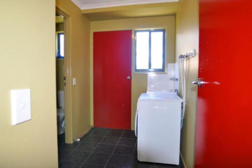 A bathroom at BEACHCROFT - INLET SIDE
