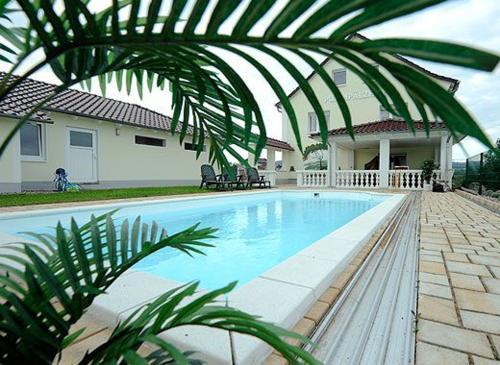 Der Swimmingpool an oder in der Nähe von Pummpälzhof