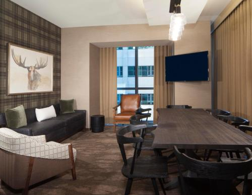 A seating area at The Porter Portland, Curio Collection By Hilton