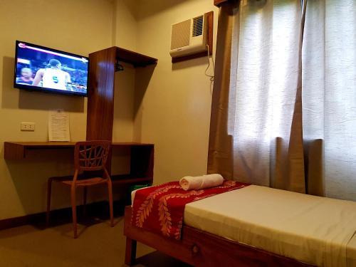 Un televizor și/sau centru de divertisment la Acacia Garden Inn