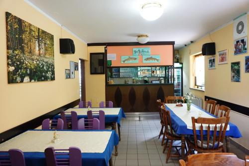 Restavracija oz. druge možnosti za prehrano v nastanitvi Guest house Pr Ribcah