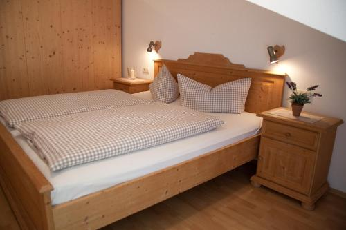 Ein Bett oder Betten in einem Zimmer der Unterkunft Gasthof - Hotel zur Post