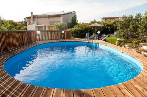 The swimming pool at or close to Ktima Nikolaos