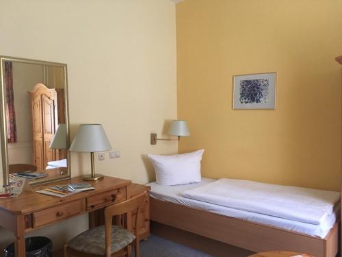 Ein Bett oder Betten in einem Zimmer der Unterkunft Hotel Fröbelhof