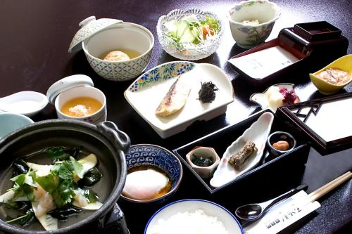 Breakfast options available to guests at Oyado Kiyomizuya