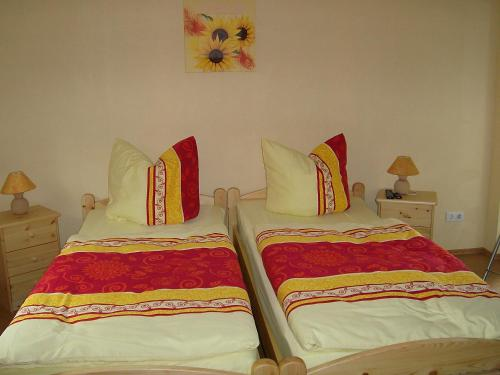 A bed or beds in a room at Gasthof Zum Stausee