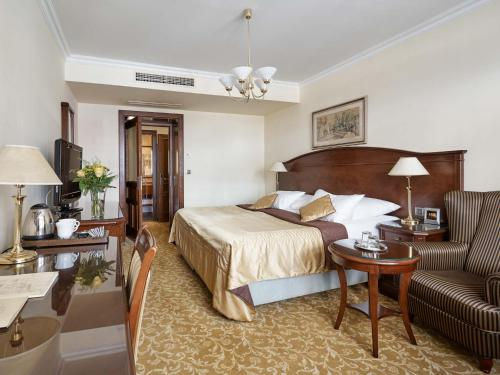 A bed or beds in a room at Hotel Romance
