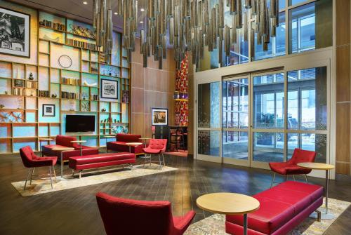 The lounge or bar area at Hampton Inn Times Square Central