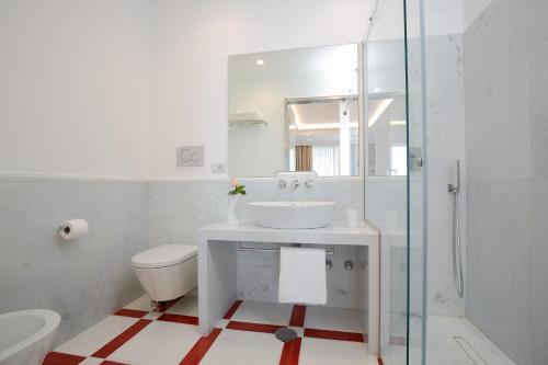 A bathroom at Quattro Passi Relais