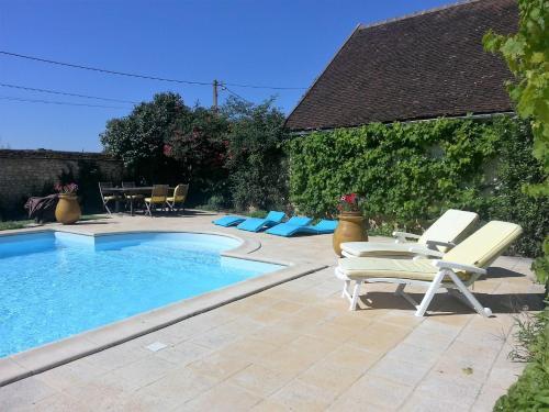 The swimming pool at or near Tourterelle, à proximité de Auxerre et Chablis