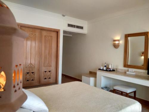 سرير أو أسرّة في غرفة في كاميل دايف كلوب آند هوتيل - فندق بوتيكي