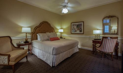 A bed or beds in a room at Hotel Provincial