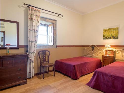 A bed or beds in a room at Casa do Caseiro