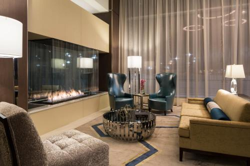 A seating area at JW Marriott Minneapolis Mall of America