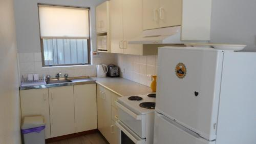 A kitchen or kitchenette at Dunbar Court Unit 4 at South West Rocks