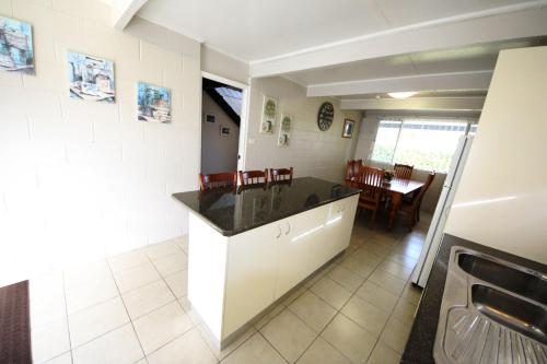 A kitchen or kitchenette at By The Beach at South West Rocks