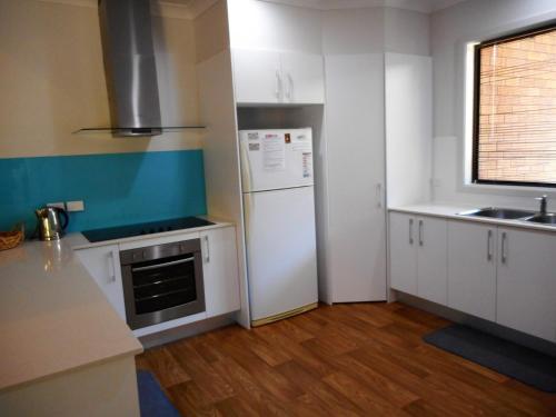 A kitchen or kitchenette at Norfolk at Hat Head