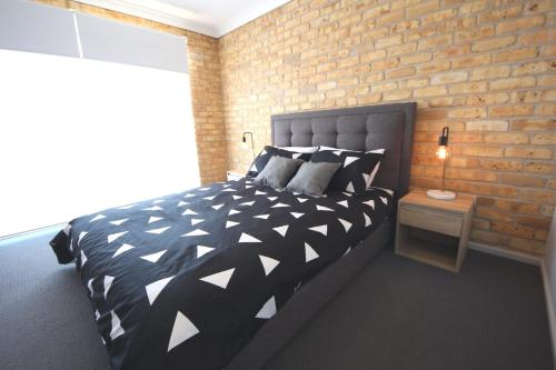 A bed or beds in a room at Ocean Shores Unit No 4