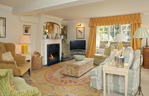 A seating area at Goodwood Cottage