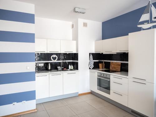 Kuchnia lub aneks kuchenny w obiekcie Marine Apartment