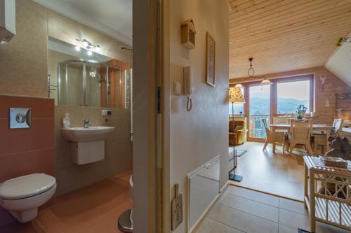 Łazienka w obiekcie Apartament KROKUS