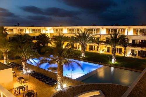 Uitzicht op het zwembad bij Hotel Dunas de Sal of in de buurt