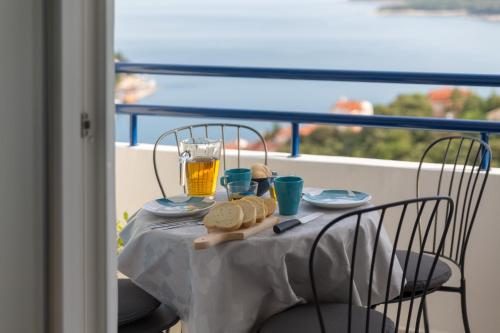 A balcony or terrace at Apartment MarVista with Beautiful Sea View 2+2