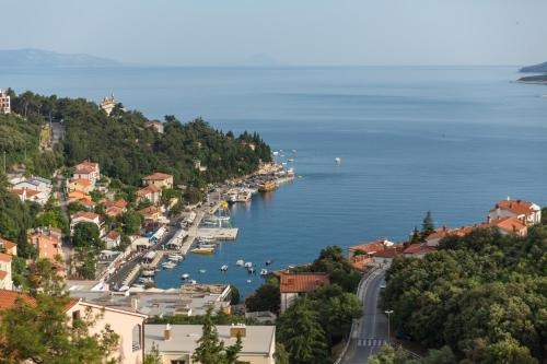 A bird's-eye view of Apartment MarVista with Beautiful Sea View 2+2
