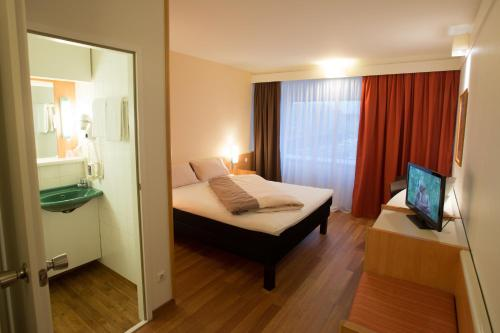 A bed or beds in a room at Ibis Graz