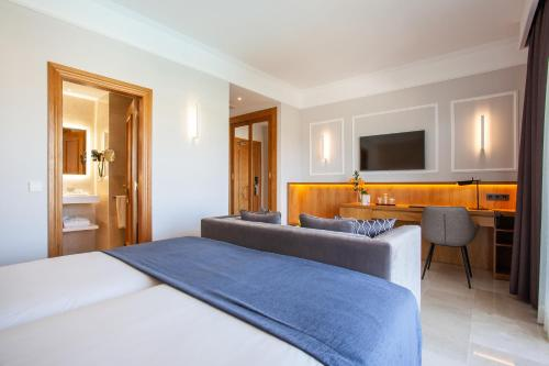 A bed or beds in a room at Grupotel Playa de Palma Suites & Spa
