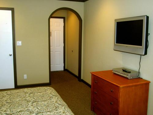 A television and/or entertainment center at Deluxe Inn Redwood City