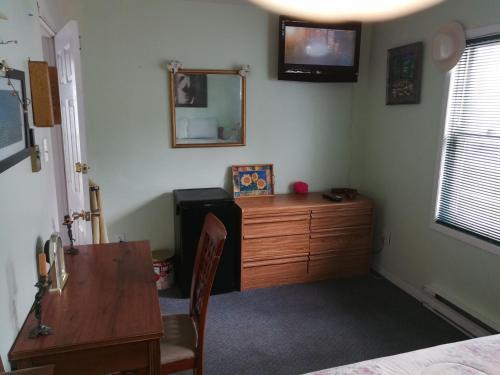 Телевизор и/или развлекательный центр в Leah Jane's Bed & Breakfast