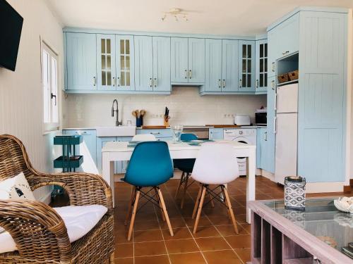 Una cocina o zona de cocina en Esteiro Surf Lodge