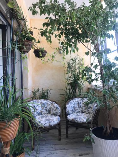 A seating area at Kvartira