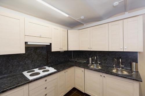 Кухня или мини-кухня в VS Hostel