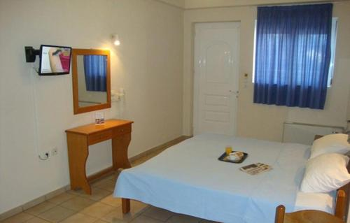 Ein Bett oder Betten in einem Zimmer der Unterkunft Hotel Fotini