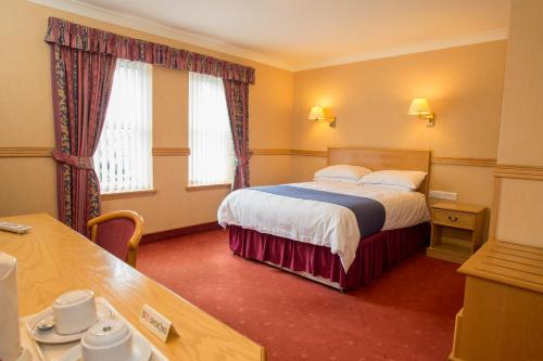 A bed or beds in a room at Station Hotel