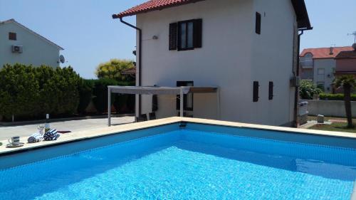 The swimming pool at or close to Villa Leona