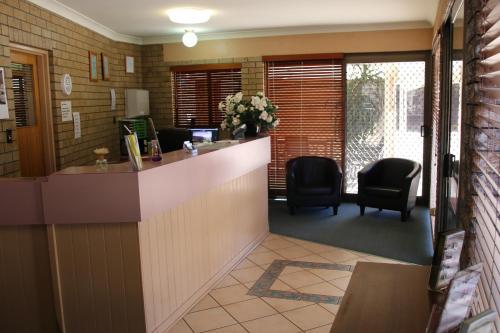 The lobby or reception area at Macintyre Motor Inn