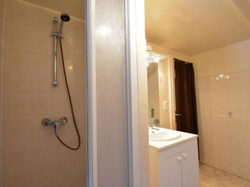 A bathroom at Charming Villa in Saint-Julien-de-Lampon with Terrace