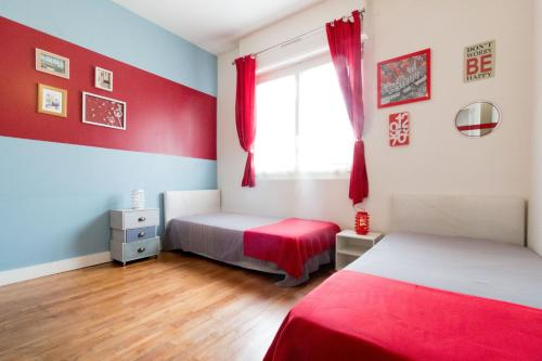 A bed or beds in a room at LUMINEUX - TOUT CONFORT - 2 CHAMBRES - AU CALME - A Lorient